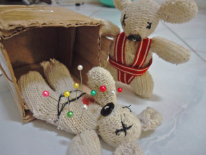 membuat boneka lucu dari sarung tangan