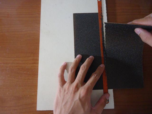 cara memotong amplas atau kertas gosok