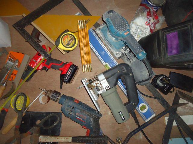 Membuat rak penyusun peralatan workshop