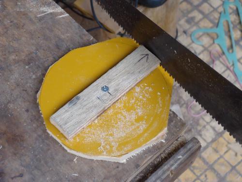 teknik memotong lingkaran pada kayu