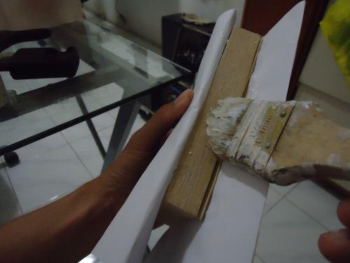 cara mengelem buku