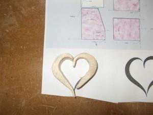membuat hati dari kayu