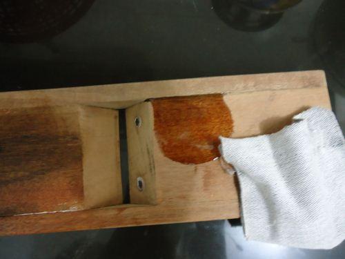 plitur kayu dengan olive oil