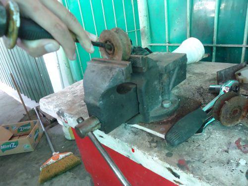 cara mengeluarkan bearing roda pagar