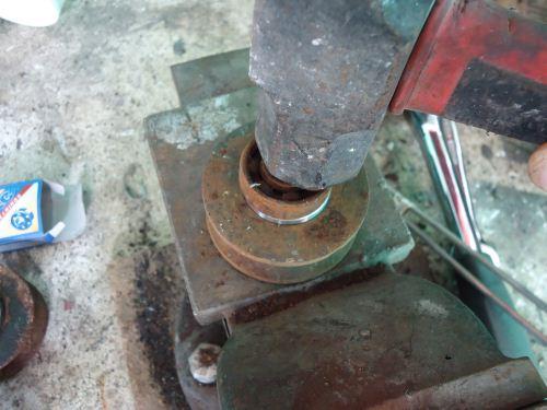 cara mengganti bearing roda pagar