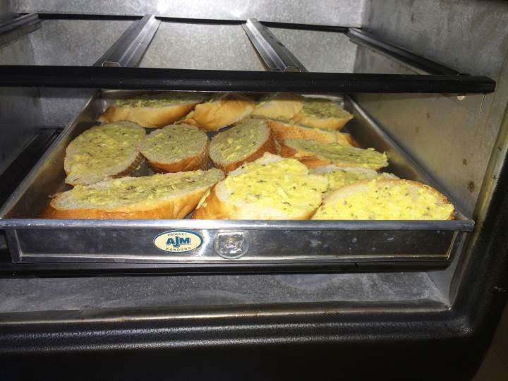 panggang garlic bread