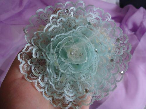 bunga dari renda