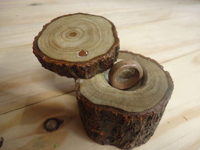 Cincin & tempat cincin kayu