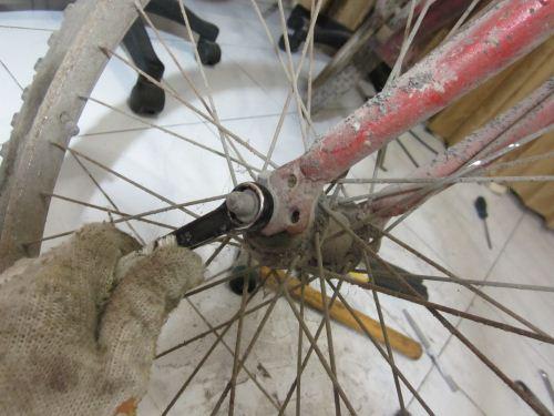 cara melepas ban sepeda