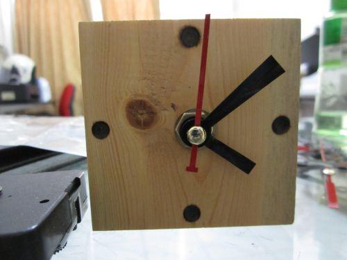 jam unik kayu pinus