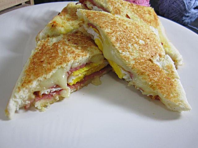 Menu sarapan simple sandwich
