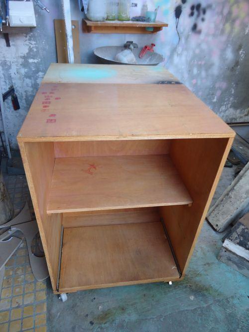 Meja dorong sederhana