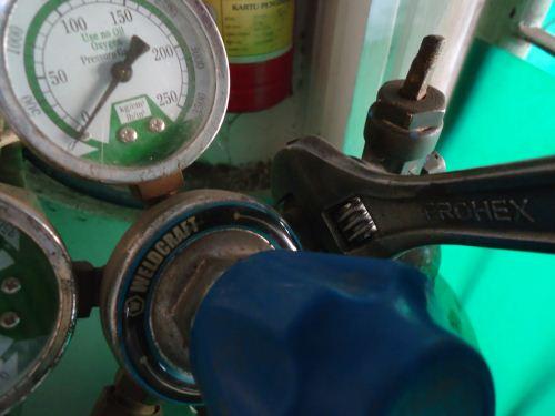 cara memasang regulator oksigen