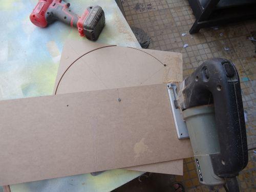 Potong lingkaran menggunakan jigsaw