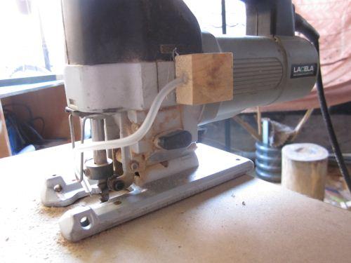 Penyemprot debu mesin jigsaw (modifikasi)