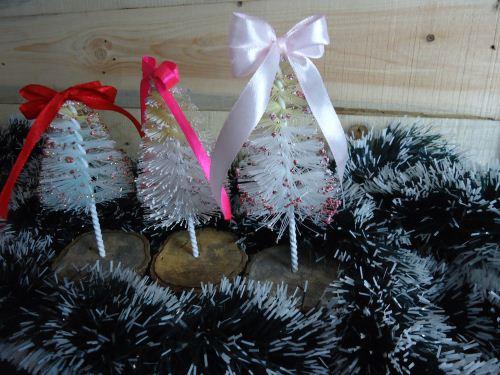 Membuat pohon natal dari sikat botol
