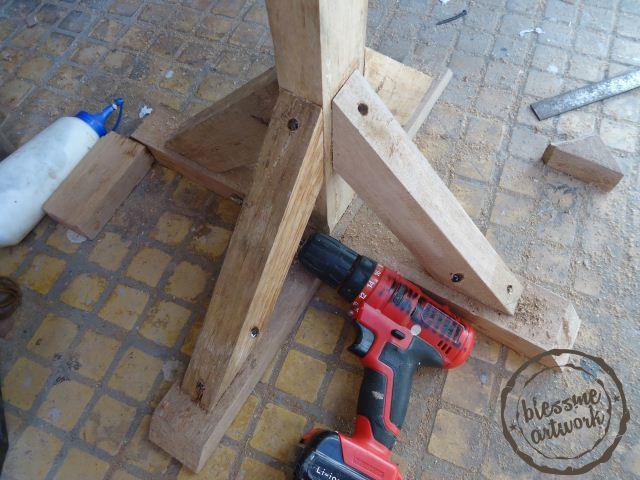 Stand/tiang kayu untuk logo pameran