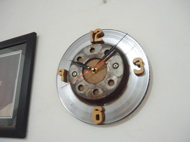 Jam dinding disc brake (piringan cakram)