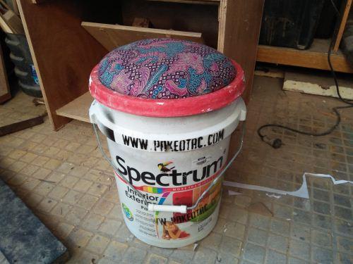 Membuat kursi dari ember cat