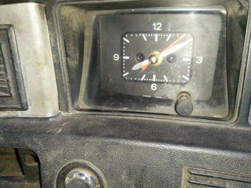 Jam klasik mobil datsun 120y