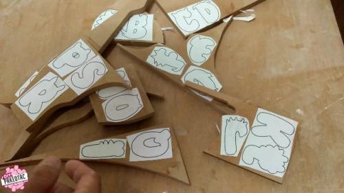 cara membuat huruf kayu