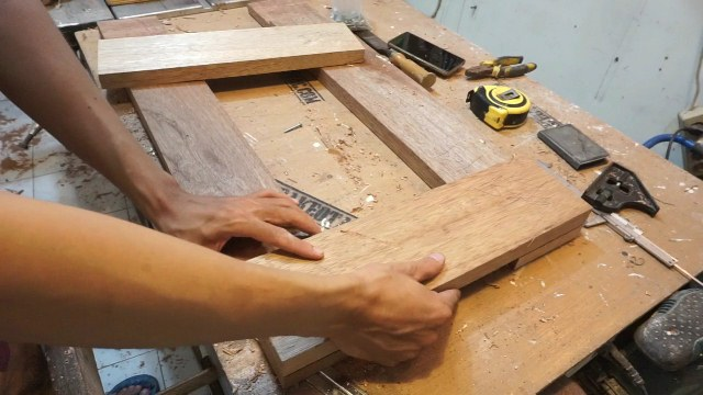 proses membuat kaki meja