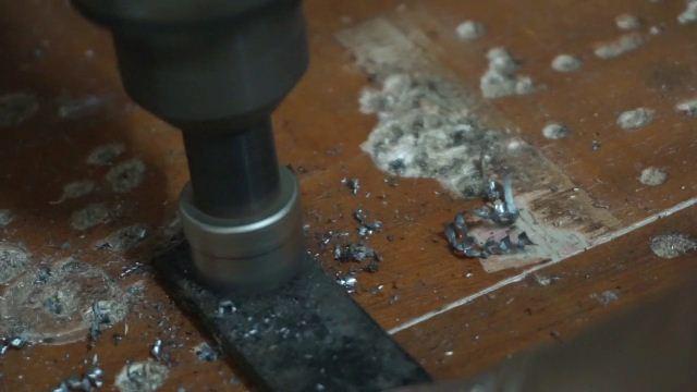 how to make a hole using holesaw