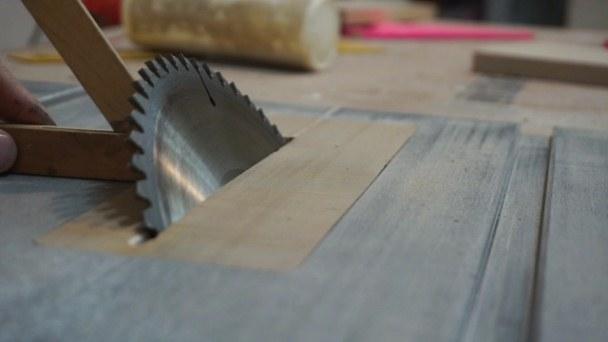 Tilt table saw blade