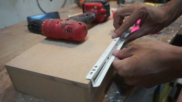 cara memasang laci rel