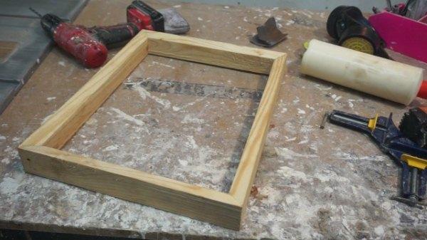 frame kayu pinus