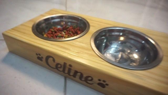 Tempat makanan anjing kucing kayu