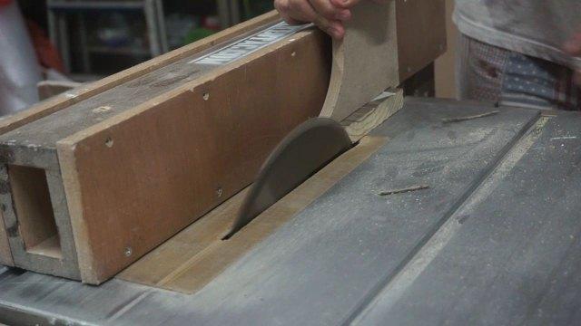 Memotong sudut di table saw