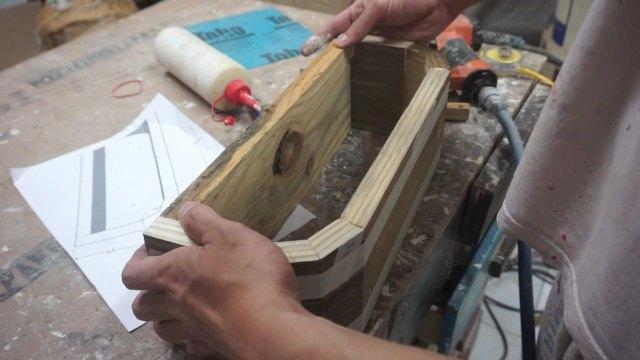 Kotak tanaman unik kayu