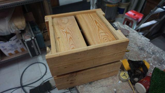 Pot planter dari kayu pinus bekas palet