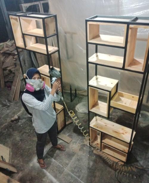 Ce Susanty owner dari nalaktak Kai Woodworking
